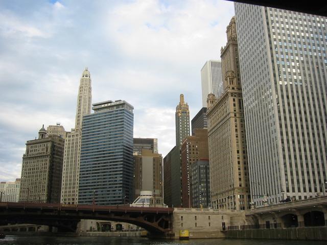 シカゴのビル群(1) アメリカ シカゴ 6月シカゴに出張に行ったときの1枚。 観光遊覧船から..